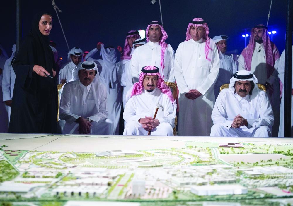 صحيفة مكة :: خادم الحرمين الشريفين يشرف حفل العشاء الذي أقامه الشيخ حمد بن خليفة آل ثاني