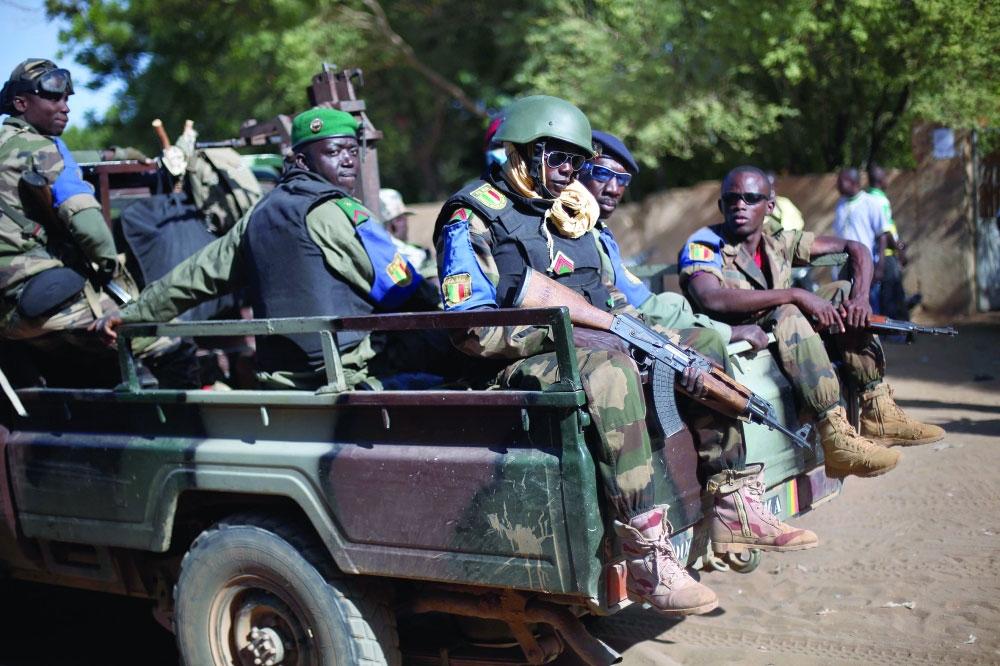 صحيفة مكة :: تفجير انتحاري بمالي يخلف عشرات القتلى