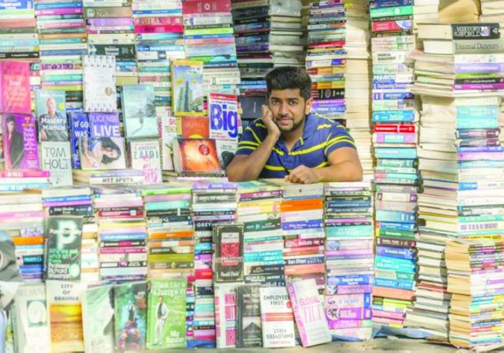 بائع يختصر أفضل الكتب  في 20 دقيقة - صحيفة مكة