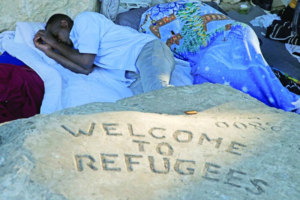 فرنسا تفشل في التعامل مع اللاجئين بالكرامة الواجبة - صحيفة مكة