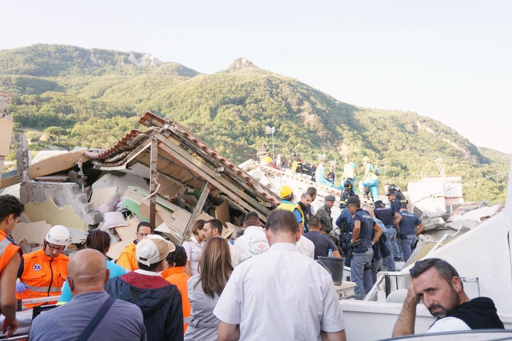 مقتل امرأة وإصابة 26 جراء زلزال بإيطاليا - صحيفة مكة