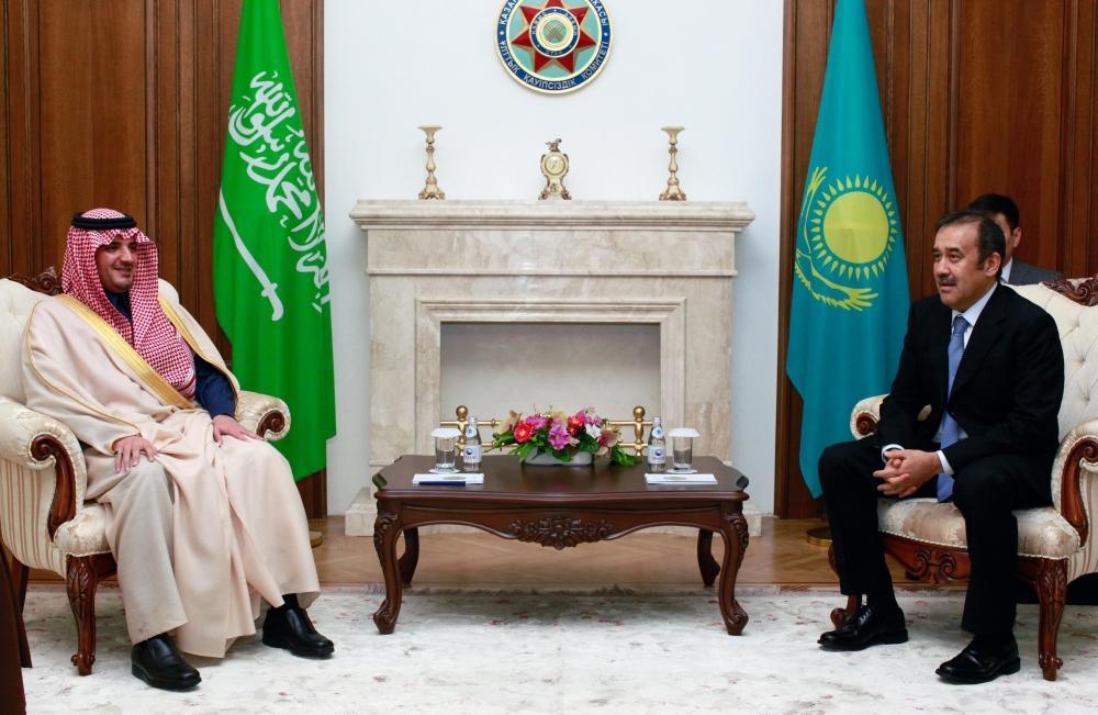 وزير الداخلية يبحث مع رئيس كازاخستان مستجدات الأحداث في المنطقة - صحيفة مكة