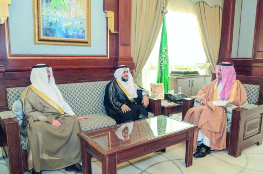 فيصل بن سلمان يطلع على التشغيل التجريبي لخزانات مياه شرق المدينة المنورة - صحيفة مكة