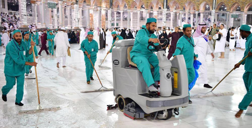 غسل المطاف بالمسجد الحرام في 9.47 دقائق ليلة 27 - صحيفة مكة