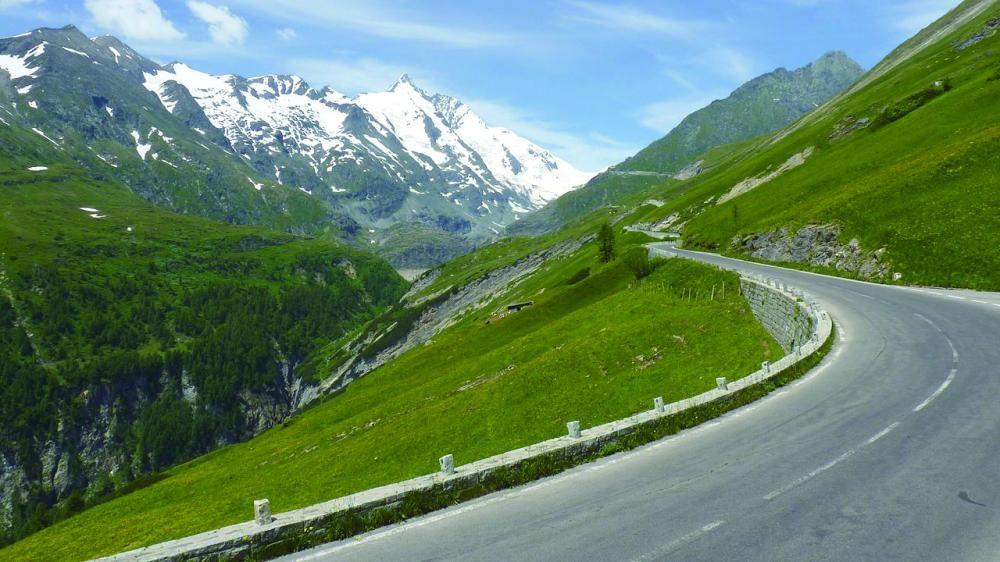 مهرجان لليوجا وسط جبال الألب النمساوية صحيفة مكة