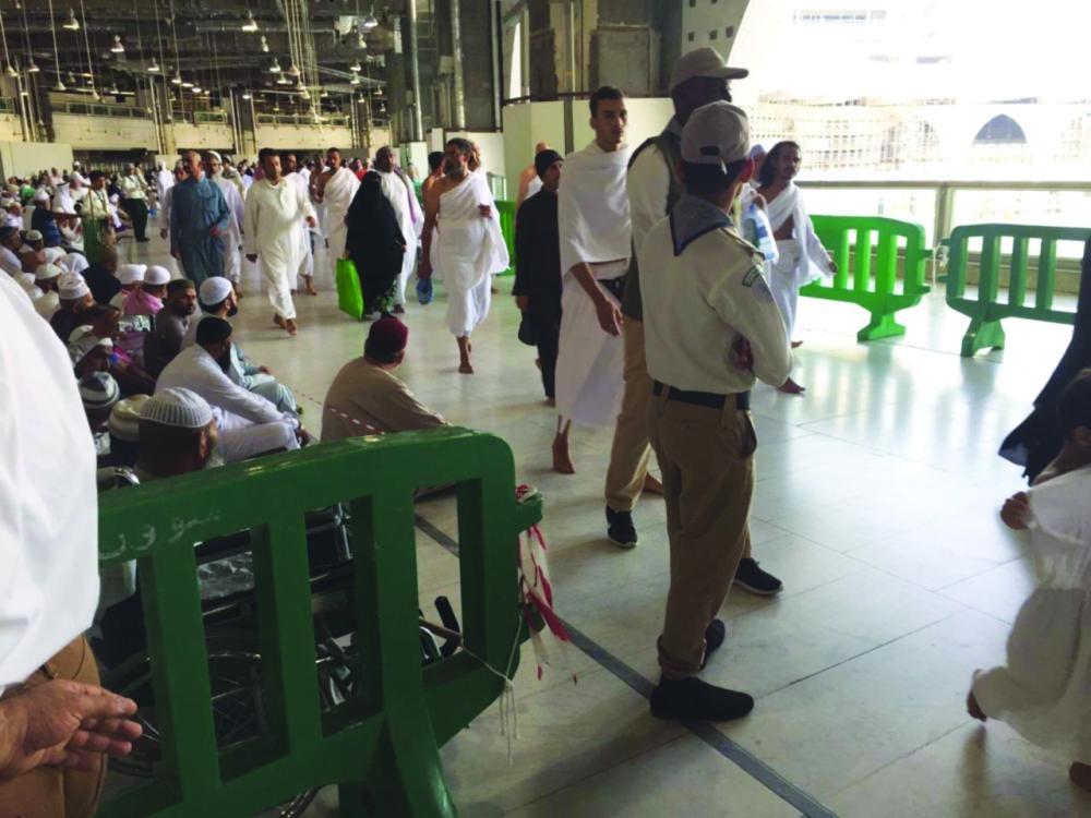 7180 ساعة تطوعية بالإجازة لخدمة زوار المسجد الحرام - صحيفة مكة