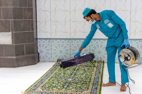 توجه لتعميم التعقيم الذاتي على جميع أبواب المسجد الحرام   صحيفة مكة