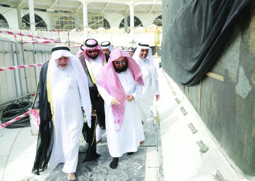سادن الكعبة: تجديد الشاذروان قد يمتد إلى 15 يوما | صحيفة مكة